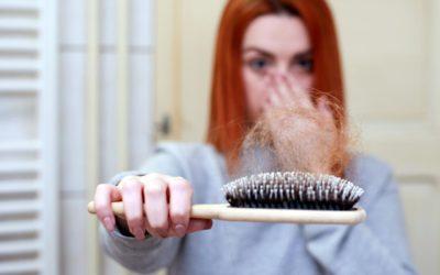 Haarausfall ist kein reines Männerproblem. Was können Frauen dagegen tun?